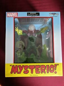 Marvel - MYSTERIO (Diamond Select, PVC Statue, 9 inches) Marvel Gallery Diorama