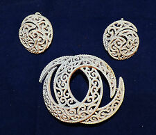 VINTAGE TRIFARI CROWN SET BROOCH CLIPS ON EARRINGS WHITE CURVED ORNAMENT