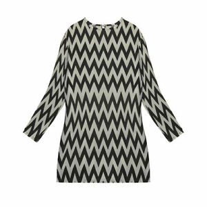 Ladies Black and White Zig-Zag pattern loose fitting top.