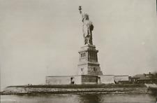 USA, New York, Statue de la Liberté, ca.1918, Vintage silver print on carte post
