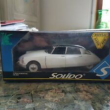 "Citroen  DS  Berline  ""1963"" 1/18 SOLIDO   PRESTIGE  Ref 8033"