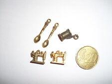BRODERIE Lot D'accessoires breloques bijoux