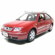 WELLY 1:24 DISPLAY 2001 VOLKSWAGEN BORA DIECAST CAR MODEL 28429-4D RED