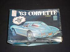Un vintage AMT ONU Made Kit Plastique de 1963 CHEVROLET CORVETTE. Stringray