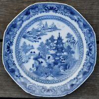 A finely decorated blue and white porcelain plate Qianlong period #3