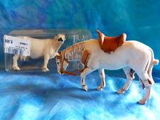 2 animaux de ferme pour dioramas (vache hauteur 6 et cheval 7 cm).