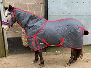 Charcoal Equestrian Tack & Care Stable Rug 200g complete with Detachable Neck