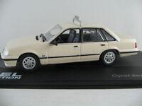 """IXO #120 Opel Senator A2 (1982-1986) """"TAXI"""" in creme 1:43 NEU/PC-Vitrine"""