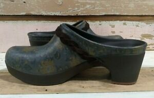 CROCS Clogs 9 Sarah Graphic Floral Braided Suede Trim Mules Blue/Green/Yellow