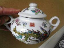 THÉ / CAFÉ - 30 services   en porcelaine chinoise à décors de Dragons- oiseaux