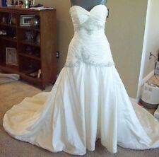 Venus 7935 Ivory Taffeta Strapless Bridal Gown Wedding Dress Size 10 @ cLOSeT