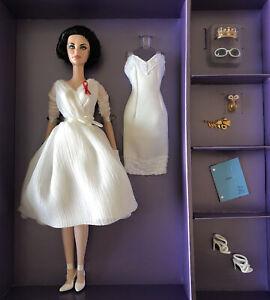 Elizabeth Taylor White Diamonds Silkstone Barbie Doll Giftset With White Dress