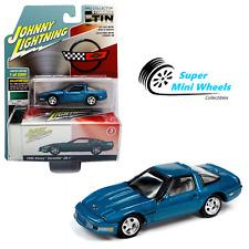 Johnny Lightning 2020 Collector Tin - 1995 Chevrolet Corvette ZR-1 (Blue) 1:64