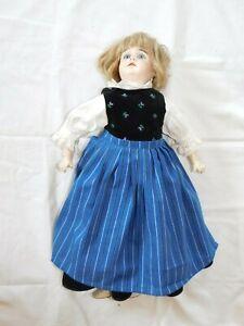 Frühe Puppe mit Tracht gemarkt 630 und 8!