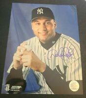 DEREK JETER SIGNED 8X10 PHOTO NY YANKEES CAPTAIN #2 HOLOGRAM W/COAPROOF RARE WOW