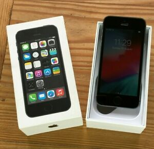Apple iPhone 5s -16GB - Space Gray (Unlocked) SmartPhone