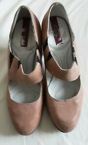 Ladies Block Heeled Suede Shoes, Colour Stone , Size 7D Clarks In Excellent...