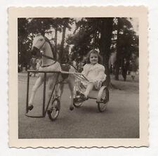 PHOTO - Snapshot Vintage - MANÈGE TRICYCLE CHEVAL - ENFANT  - 1958