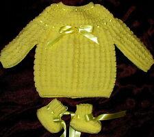 brassiere bébé jaune poussin tricotée main + chaussons qualité hypoallergénique