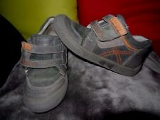 PAIRE DE CHAUSSURES DECONTRACTEES  CREEKS   GARCON (Gris)   Pointure  27