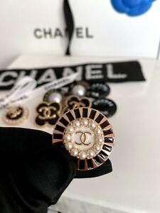 1 Knopf Ø 25 mm Knöpfe Button Bouton Coco Chanel CC Logo Perlen