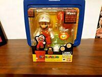 S.H. Figuarts Nintendo Super Mario Bros Fire Mario action figure Bandai Tamashi