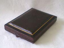 Antico/Vittoriano in pelle dorato scatola/custodia a Ciondolo/Spilla Frances Cook C 1900