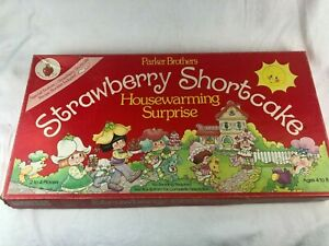 VINTAGE PARKER BROS. STRAWBERRY SHORTCAKE HOUSEWARMING SURPRISE BOARD GAME