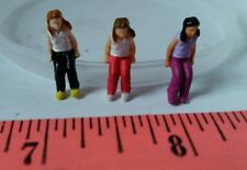 ERTL 1/64 TOY FARM COUNTRY PEOPLE FIGURE CHILD SITTING DOWN DISPLAY S SCALE