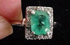 Anillo de oro blanco 18 cts con esmeralda y diamantes naturales