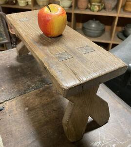 Repose Pied Tabouret Ancien Art Populaire Primitif Primitive Wood Banc Outil