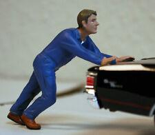38278 American Diorama Werkstatt Team Mechanic Darwin pushing 1:24