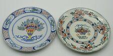 Delft. 2 assiettes en faïence à décor polychrome de paniers fleuris, XIXe siècle