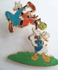 Disney Pin - Shopping - Football - Donald Duck and Goofy Le #52266