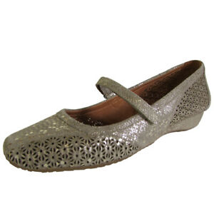 Gentle Souls Womens Irene LE Cutout Detailed Mary Jane Shoe, Gold, US 7.5
