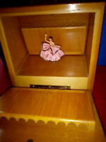 Vintage Gorgeous Wood Music Box/Cigarette Case/Spanish Dancer RARE