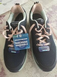 Sketchers D`Lux Walker Relaxed Fit