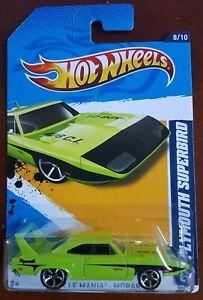 Hot Wheels Muscle Mania 70 Plymouth Superbird Green 1:64 long card