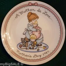 """Avon Collector 5"""" Plate """"A Mother is Love"""" Mother's Day 1987 Joan Walsh Anglund"""
