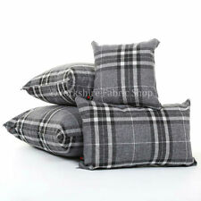 Coussins et galettes de sièges gris clair pour la décoration intérieure de la maison