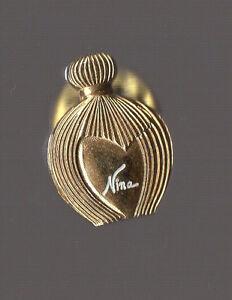 Pin's bouteille de parfum / Nina Ricci
