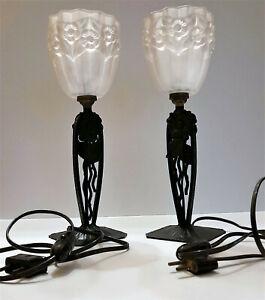 Paire de lampes de table Art déco en fer forgé et verre pressé moulé J. Robert