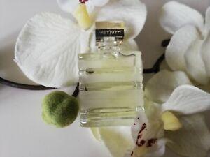 Miniature de parfum Vêtivêr de Gûerlaîn ..  Eau de toilette. 5 ml