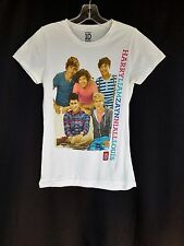 1D ONE DIRECTION WHITE GRAPHIC GROUP PHOTO & NAMES CAP SLEEVE KNIT TOP SZ M Y876