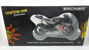 MINICHAMPS Yamaha M1 Valentino Rossi 2010 scala 1/12 code 122103046