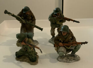 KING & COUNTRY-D DAY '44 & Bastogne -WW2 2004 - 4 METAL SOLDIER FIGURES