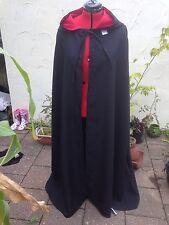 Con Cappuccio Mantello Nero con rosso cappuccio foderato più colori disponibili