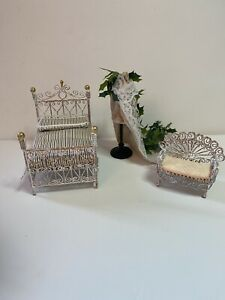 1/24th Scale Dolls House Furniture Bed, Chair And Mannequin Display Items