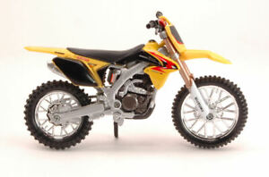 Suzuki RM-Z450 2010 Motocross 1:18 Model 51048 Bburago