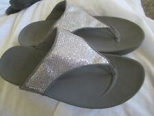 FITFLOP SILVER STRAP THONG SANDALS, SIZE 10M